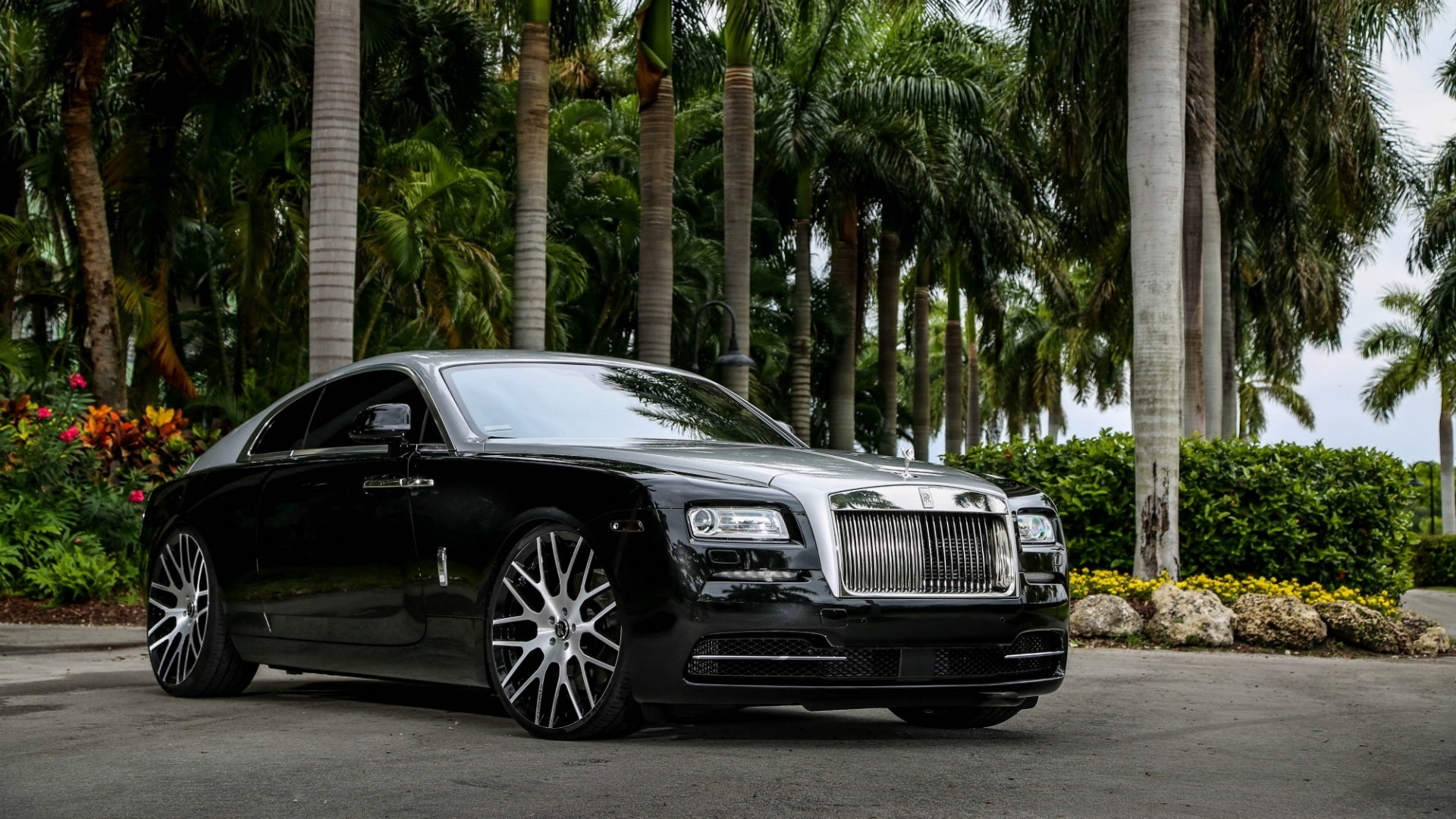 Rolls Royce Wraith Free Wallpaper and Background