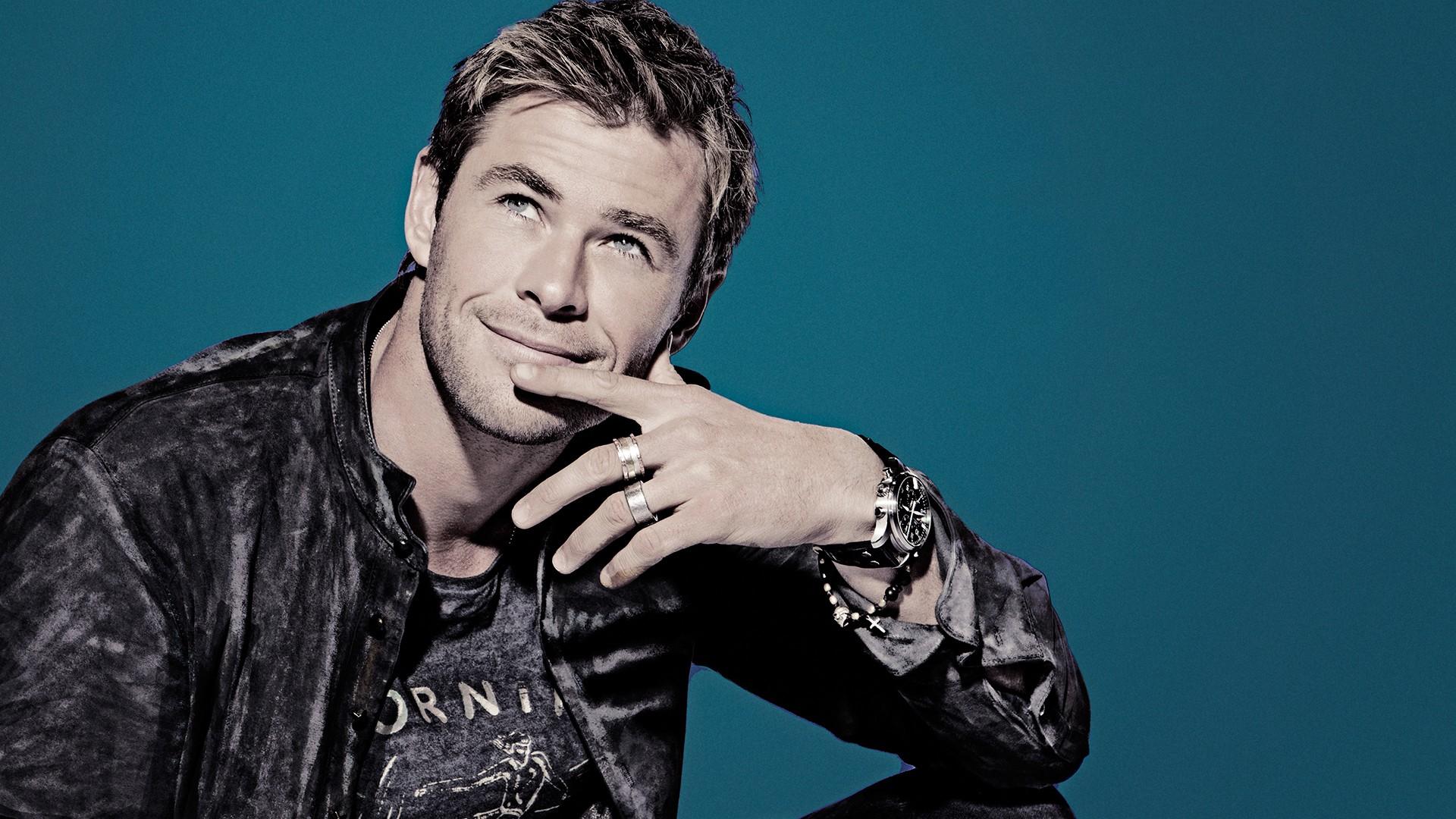 Chris Hemsworth Background Wallpaper