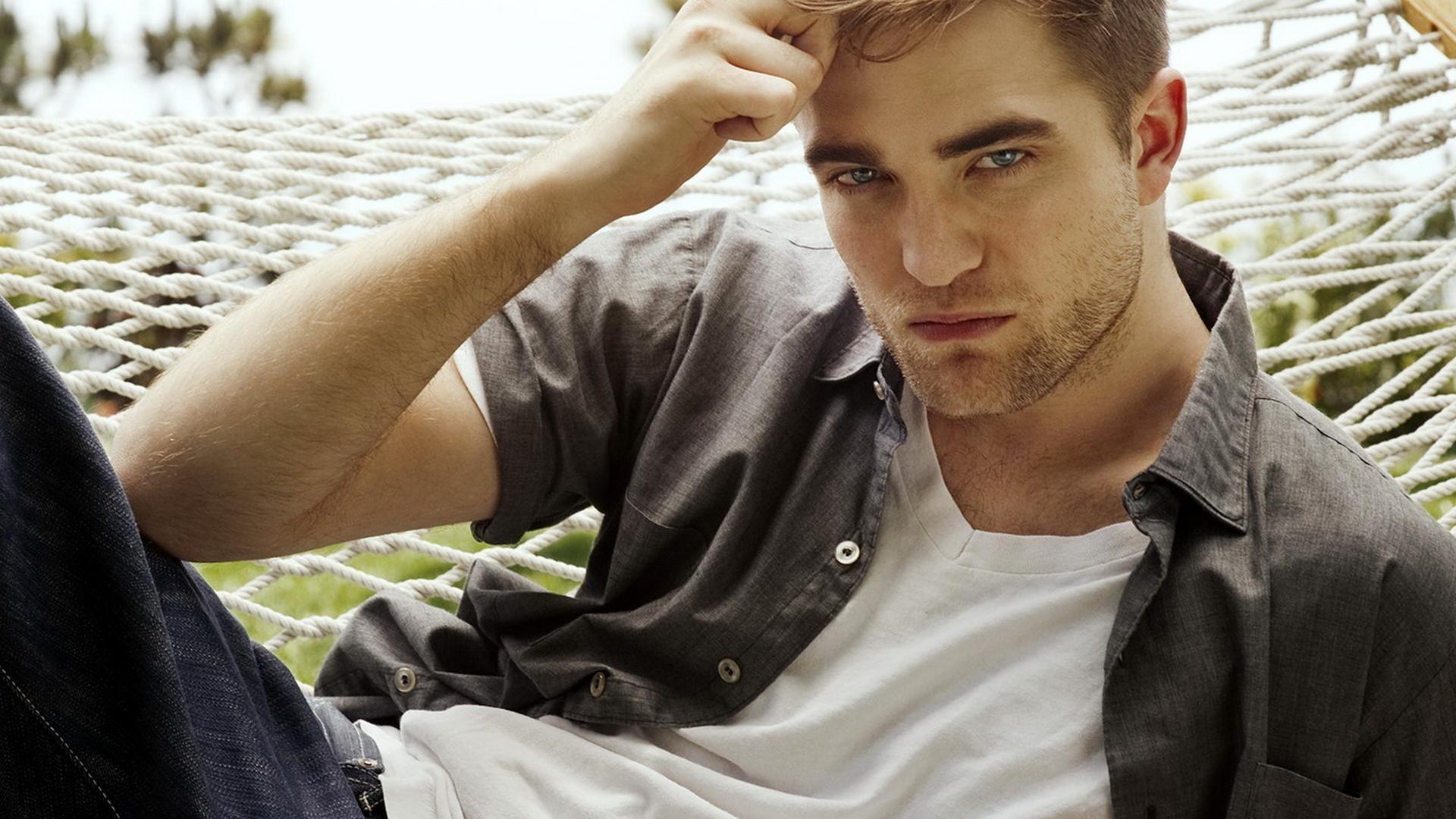 Robert Pattinson Free Wallpaper