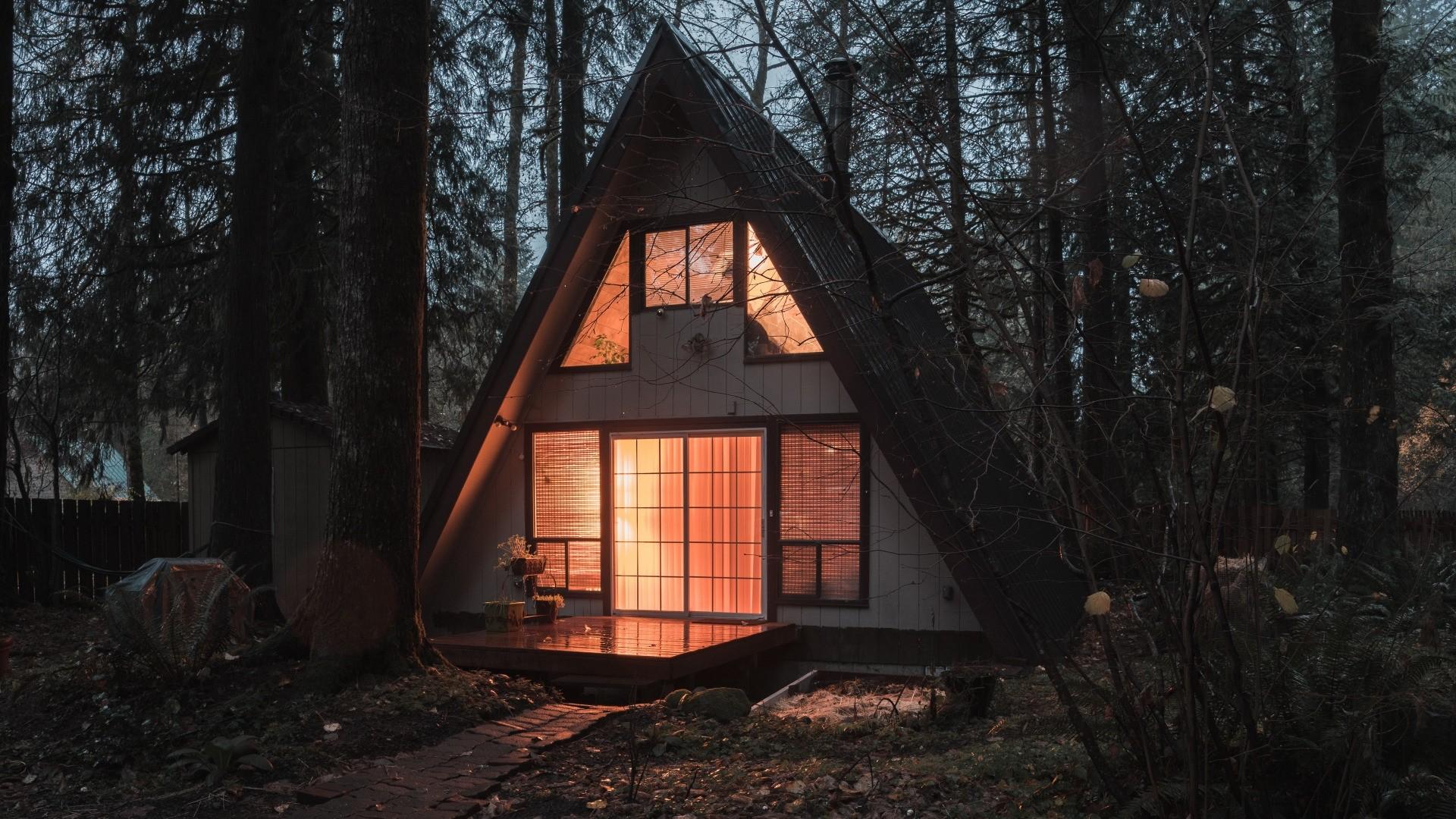 Cozy House Outside Desktop wallpaper