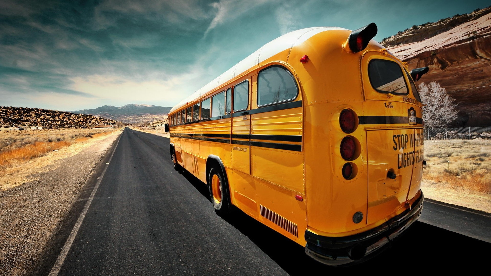 Old Bus Full HD Wallpaper