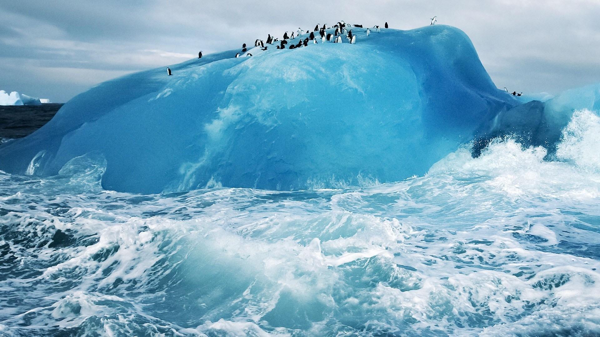 Iceberg Desktop Wallpaper