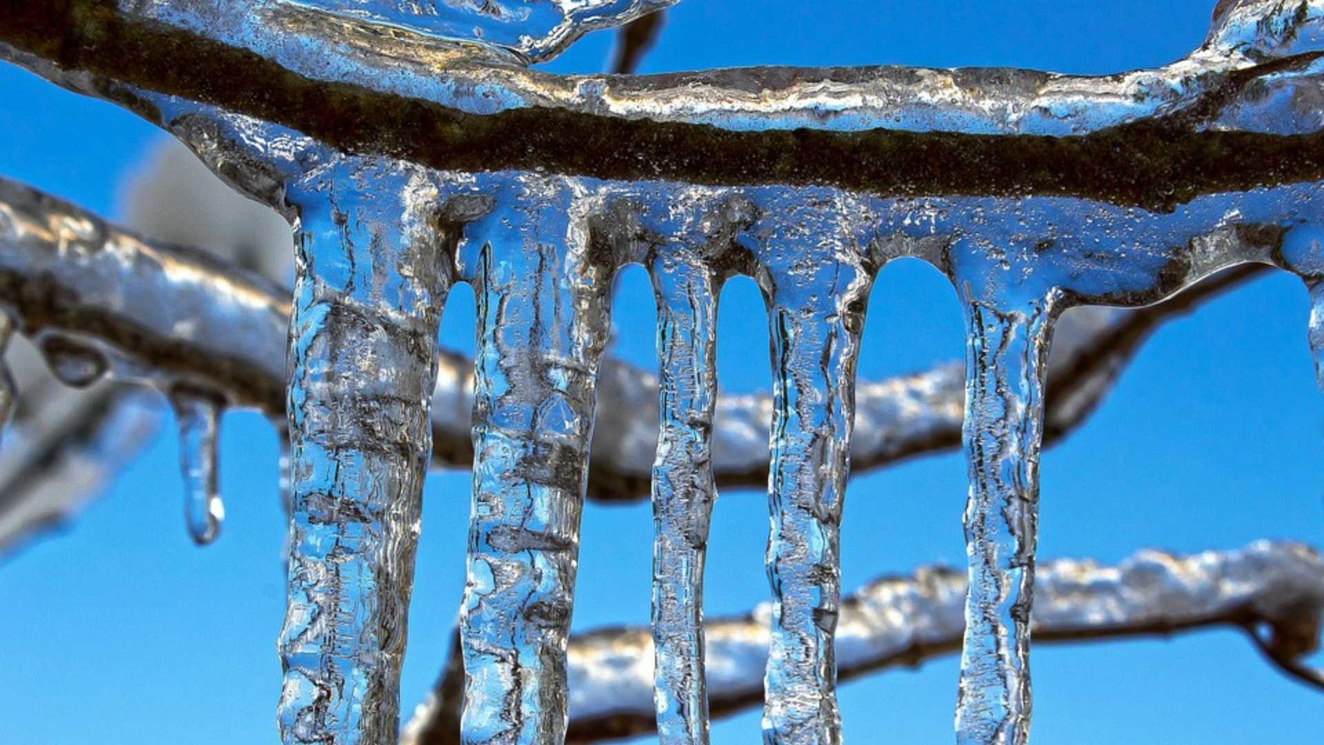 Icicles PC Wallpaper