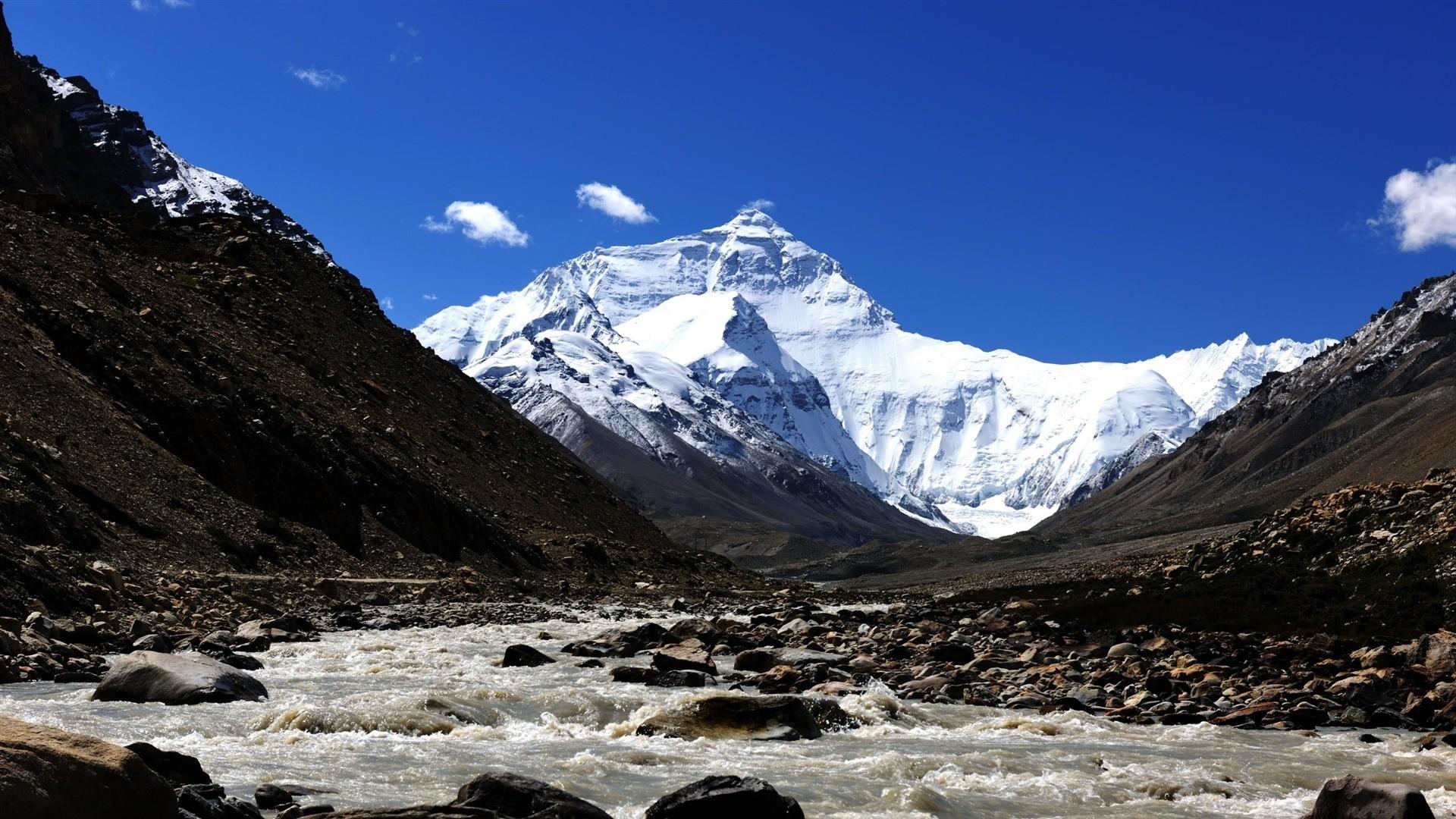 Everest Background