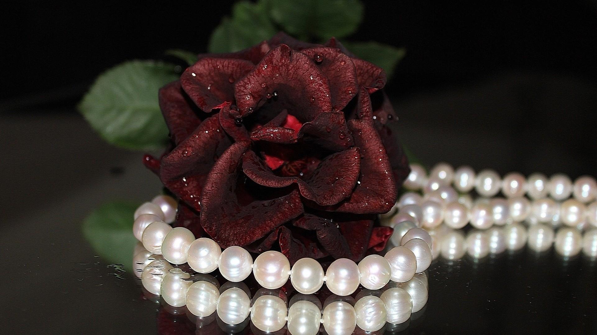 Jewelry Pearls Wallpaper