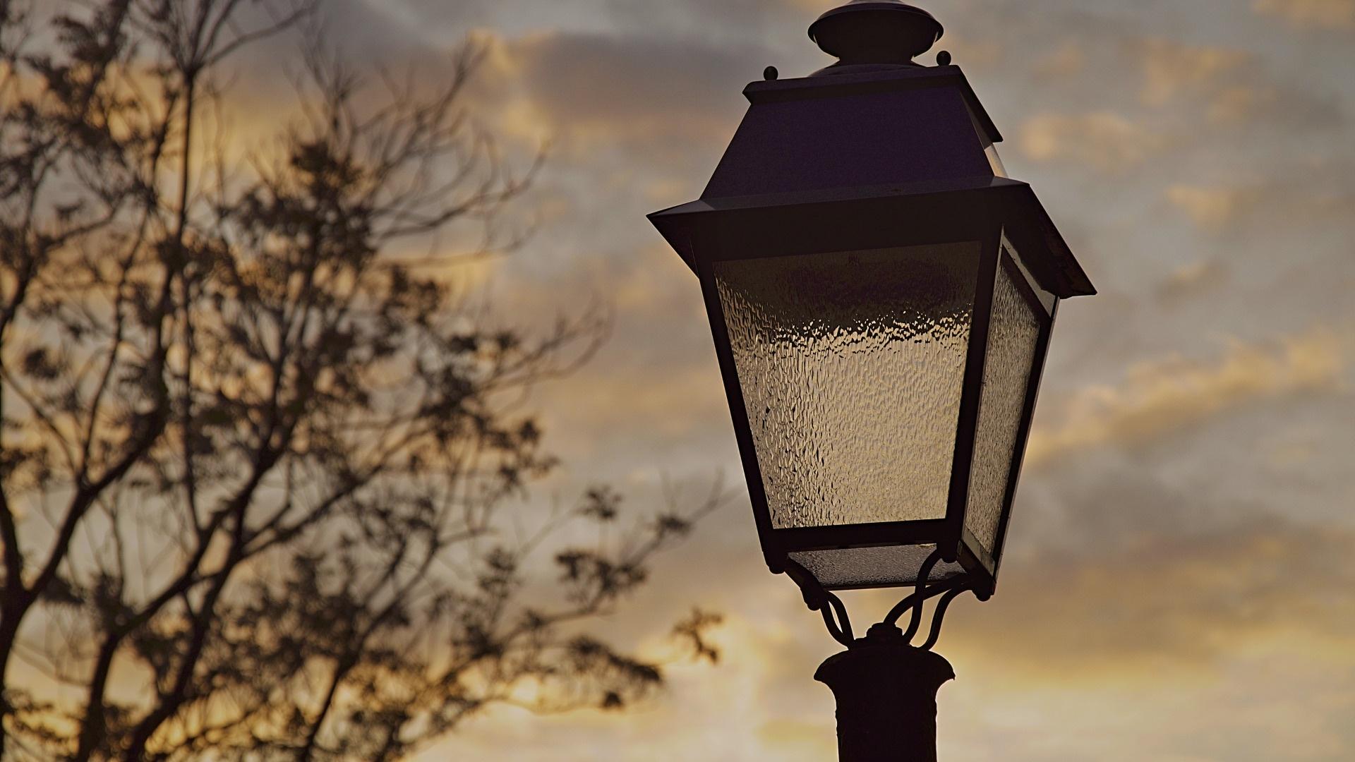 Lantern Wallpaper theme