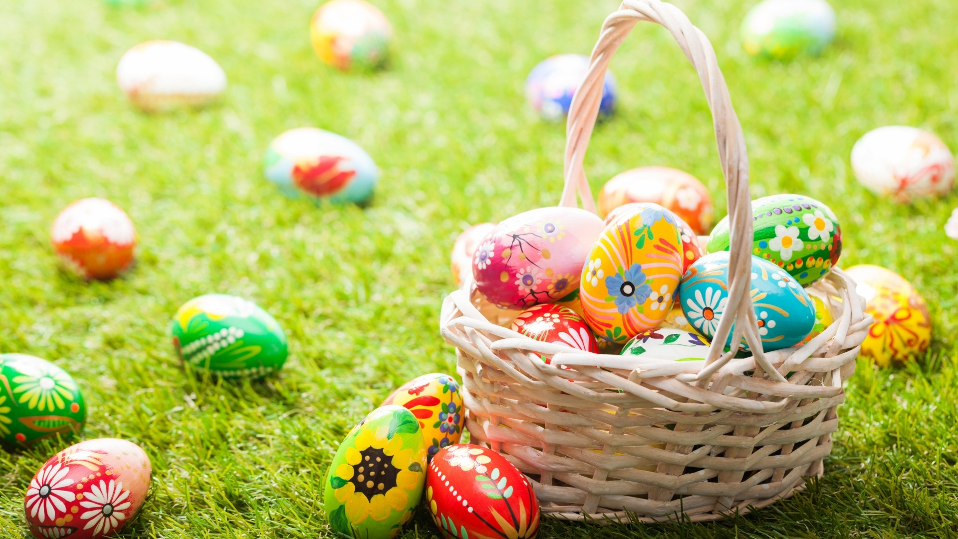 Easter Eggs In A Basket Wallpaper