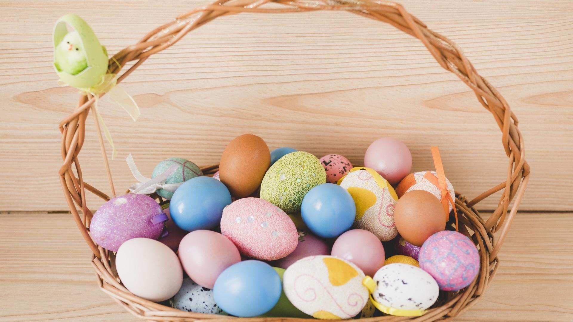 Easter Eggs In A Basket HD Wallpaper