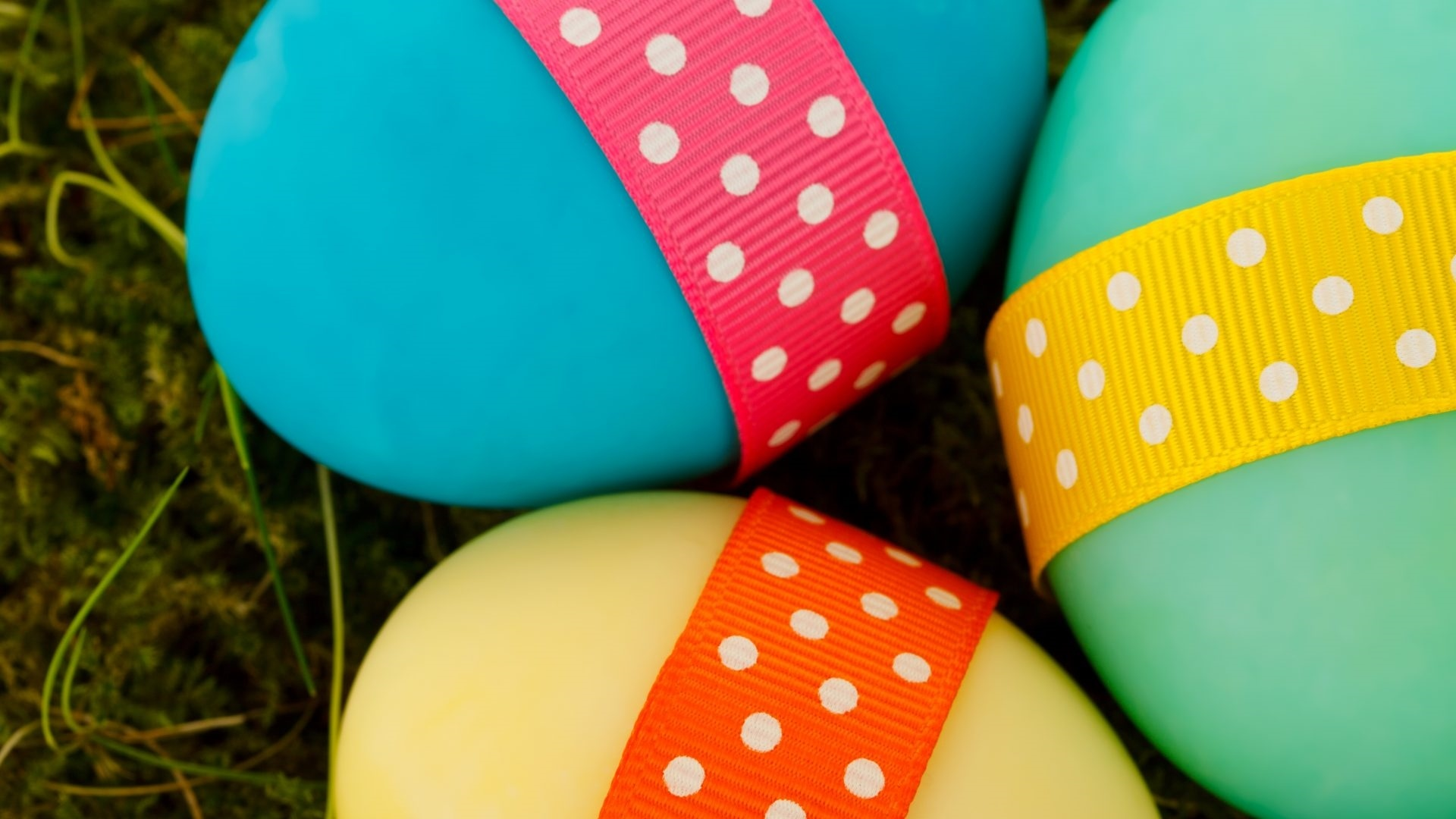 Easter Eggs With Ribbon wallpaper for computer