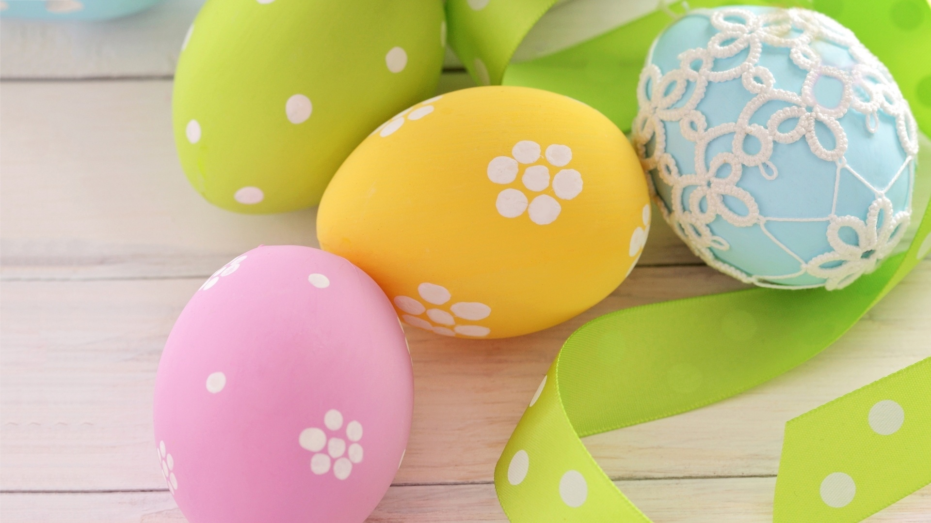 Easter Eggs With Ribbon Pic