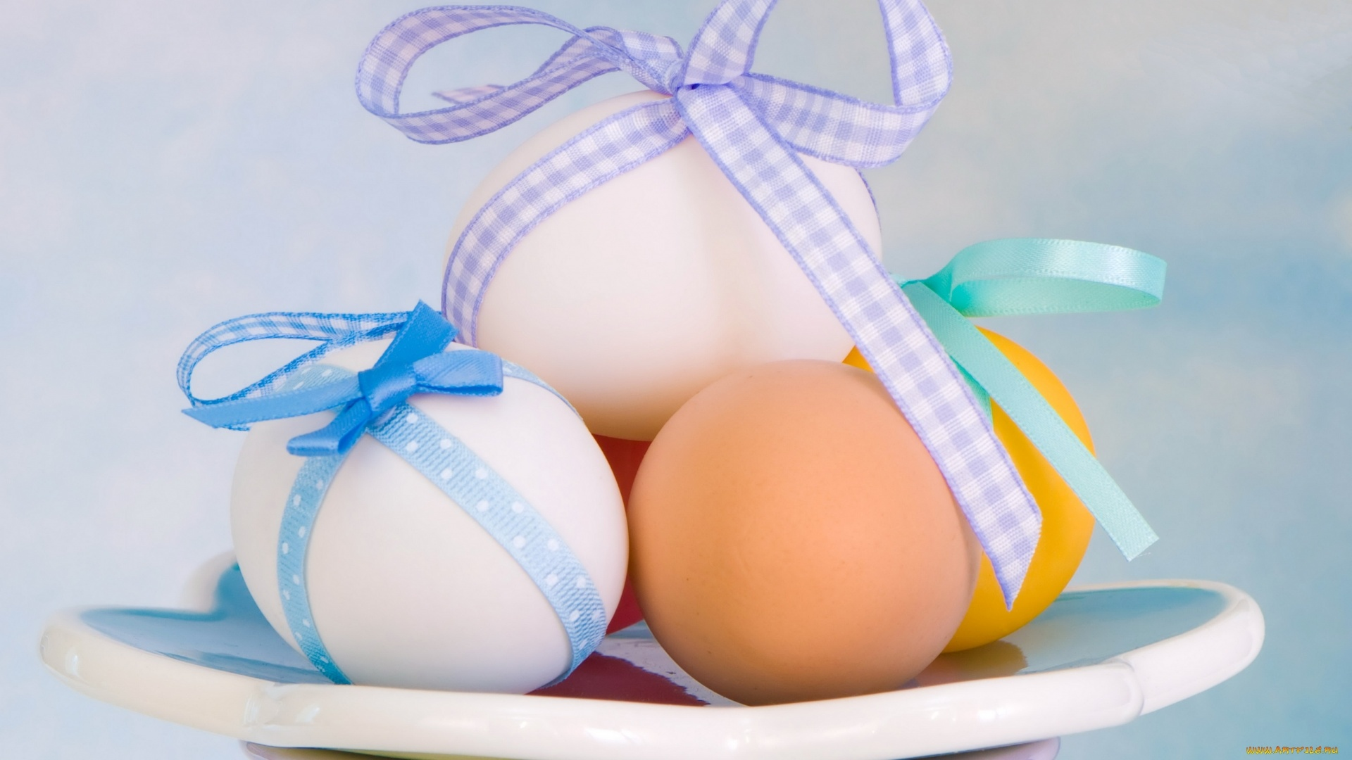 Easter Eggs With Ribbon Wallpaper theme