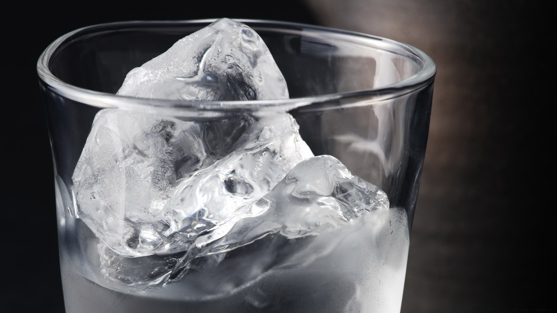 Ice In A Glass Wallpaper theme