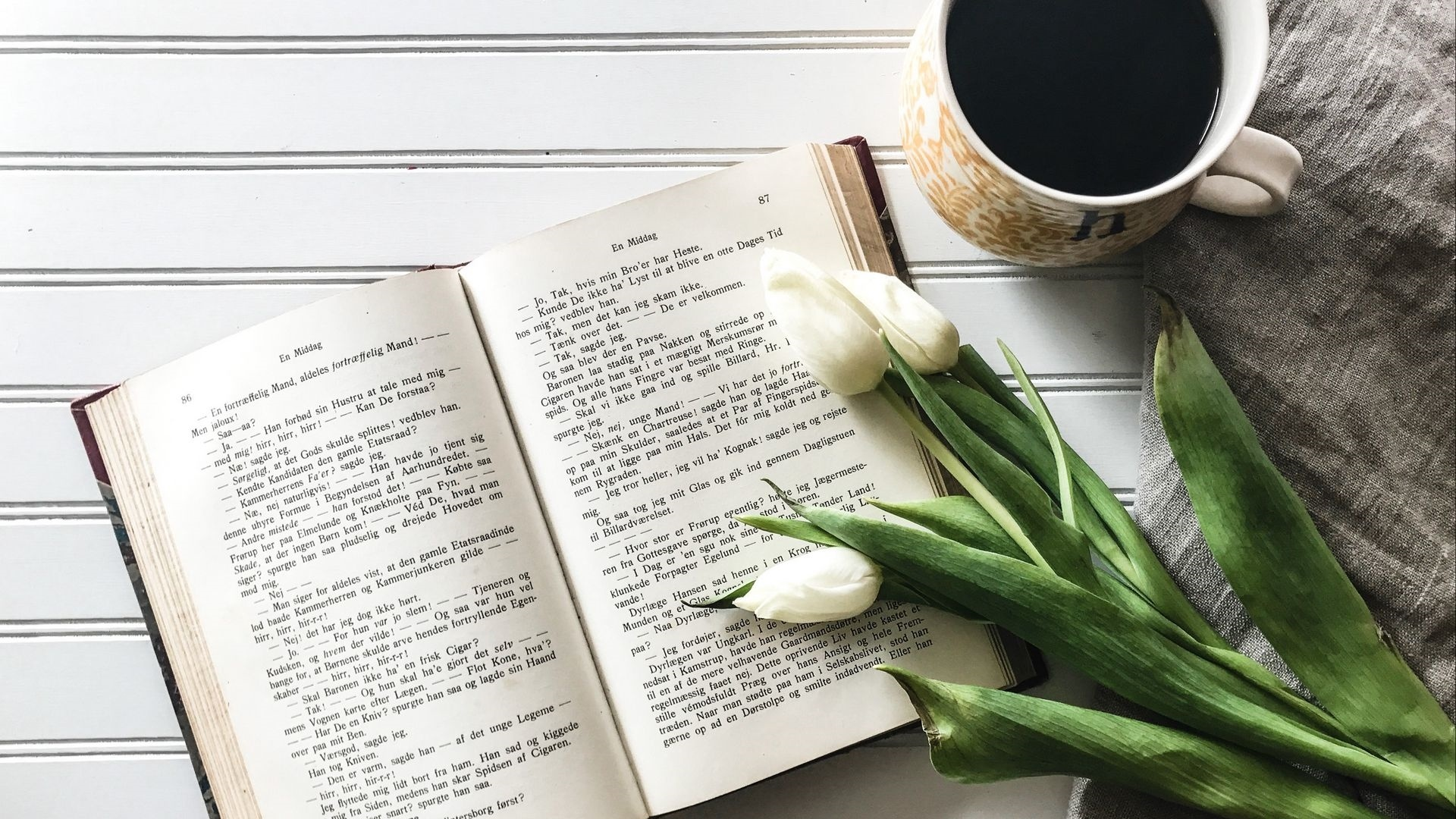 Book And Coffee Wallpaper theme