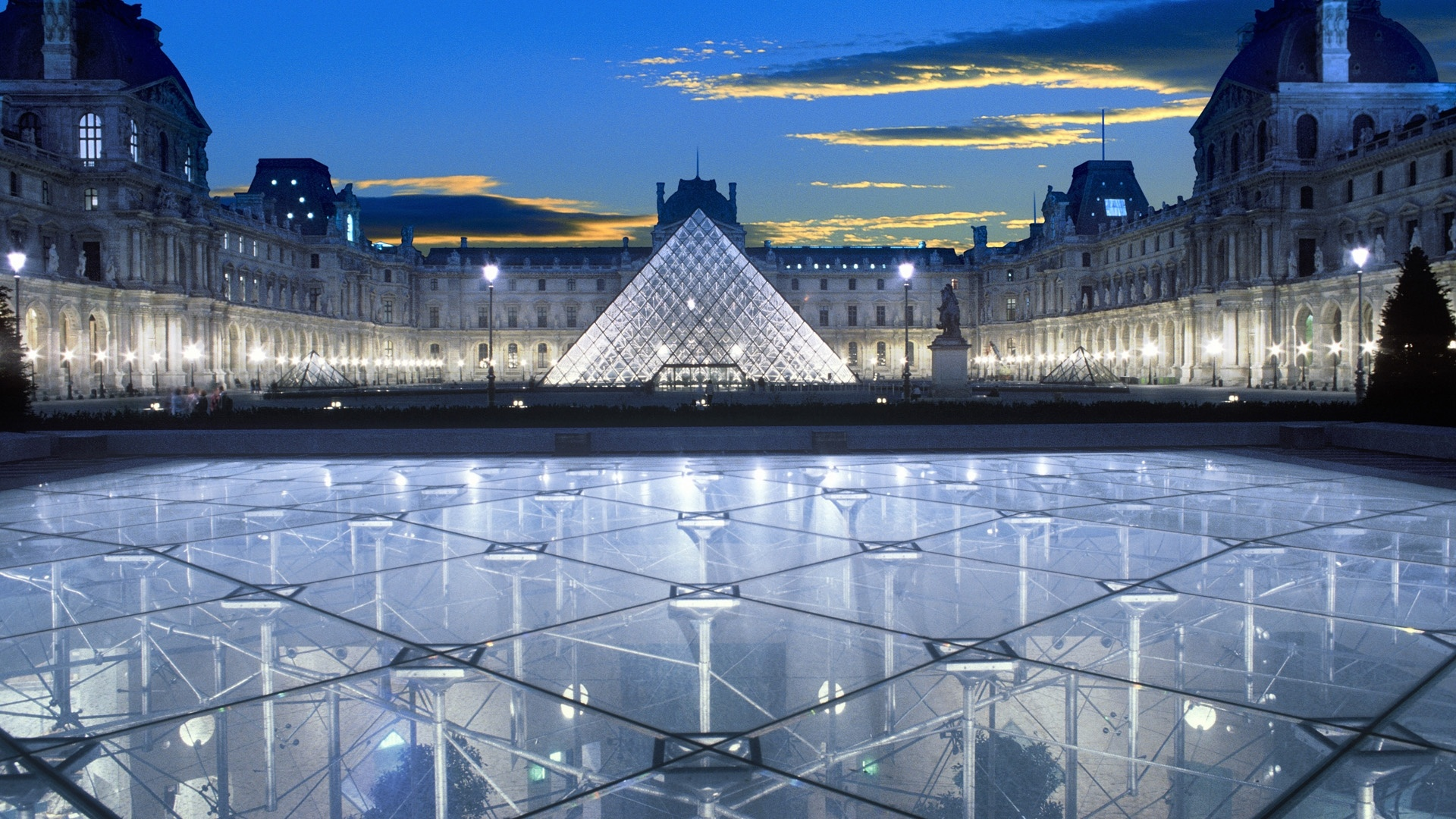 Louvre Museum background wallpaper