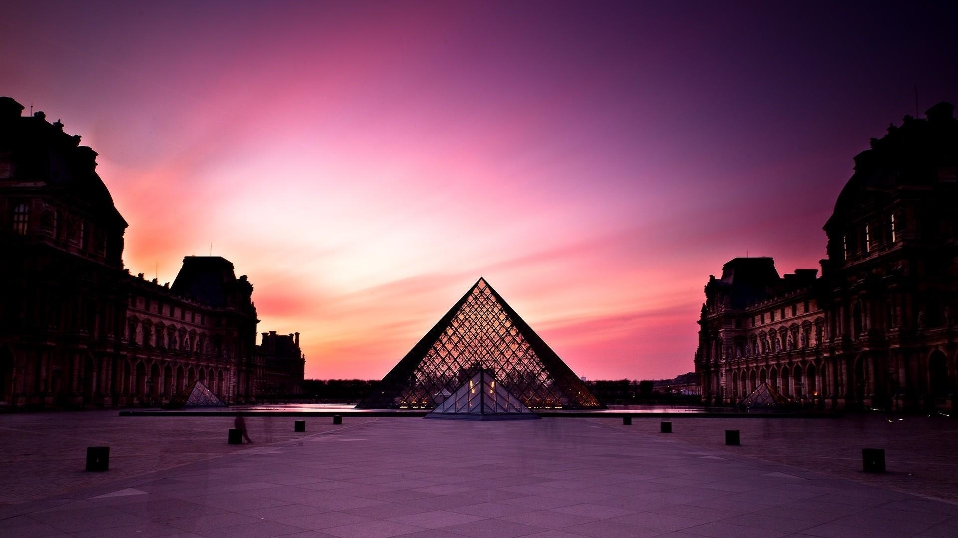 Louvre Museum free background