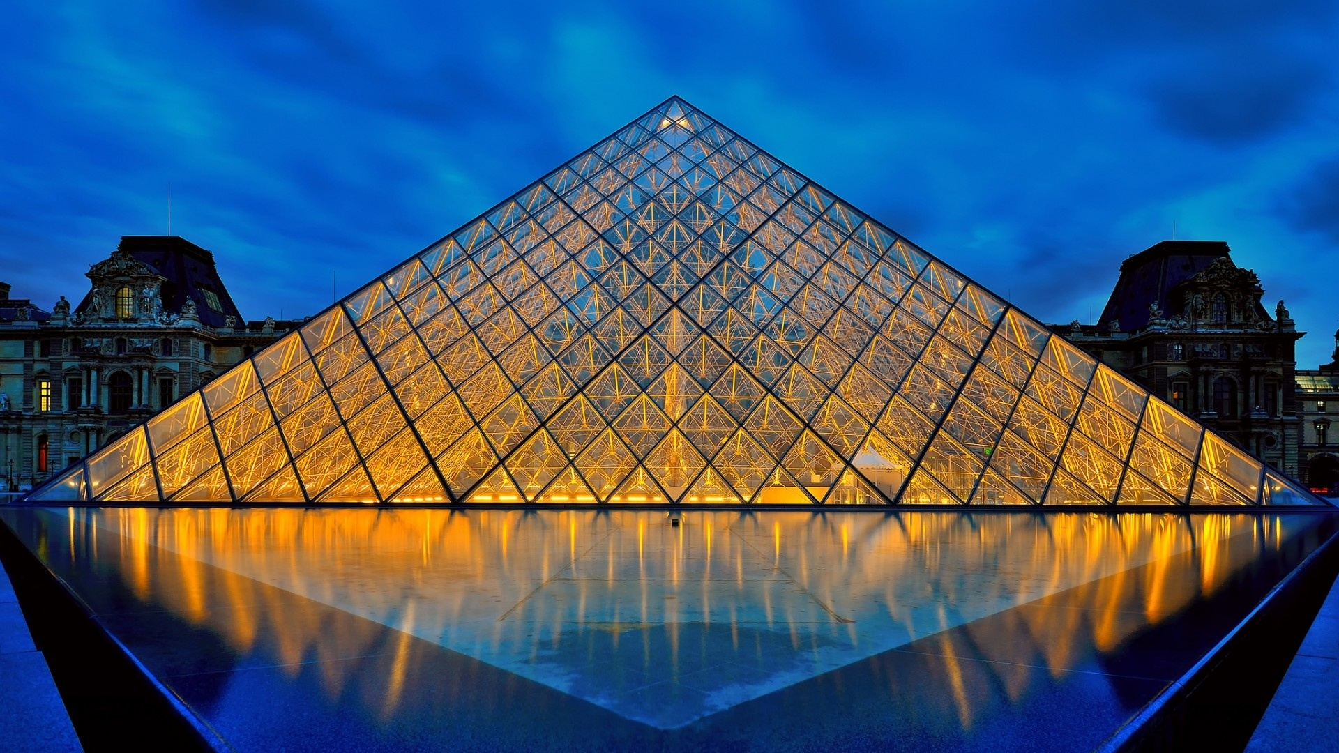 Louvre Museum desktop background