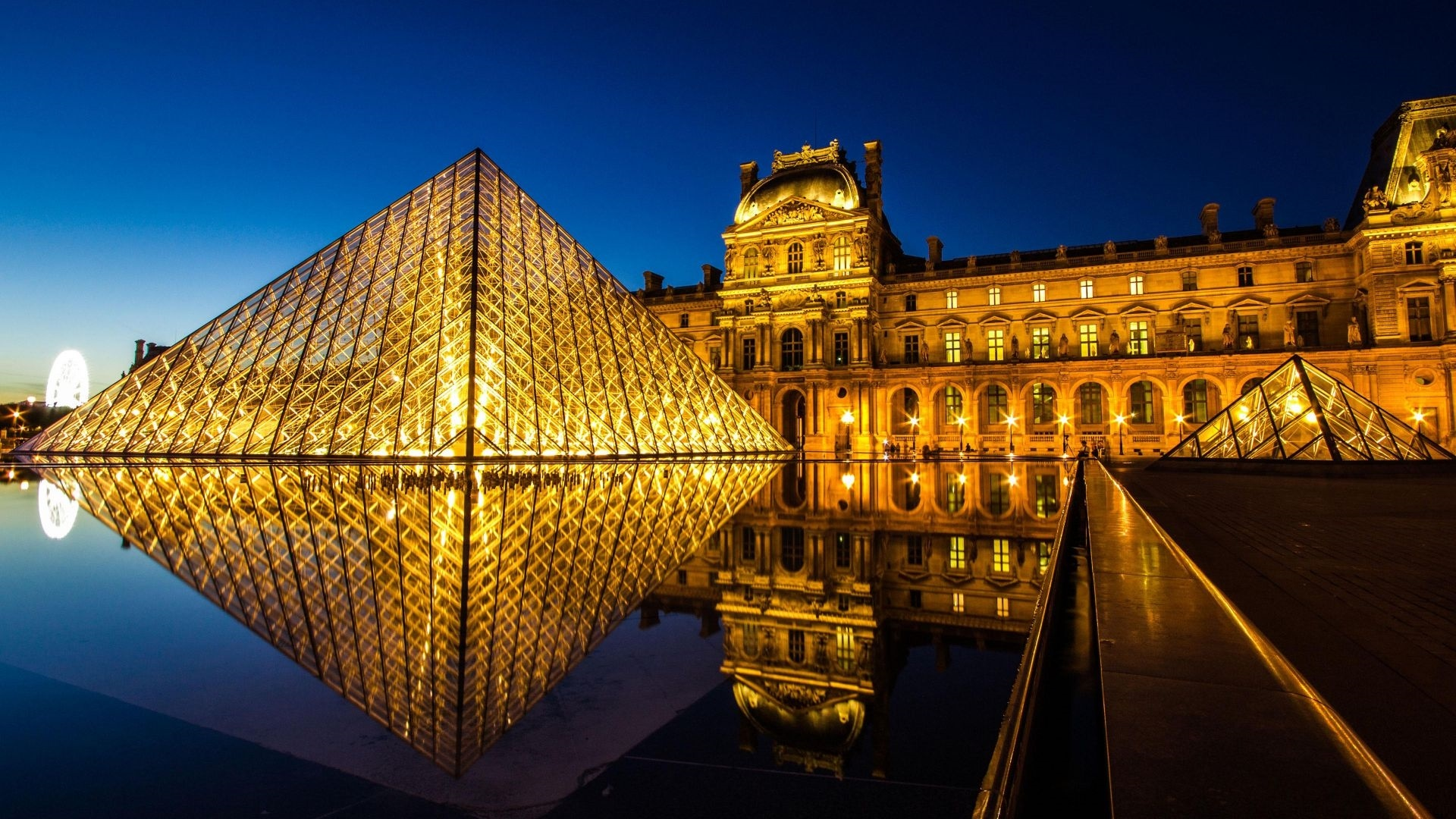 Louvre Museum laptop wallpaper