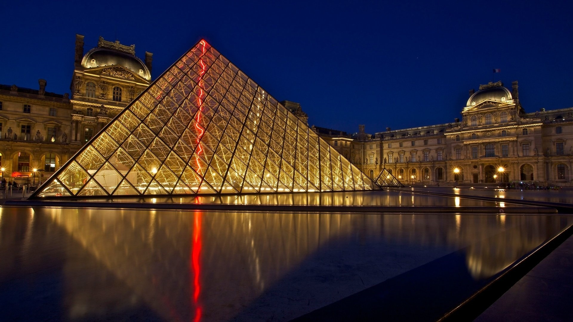 Louvre Museum desktop wallpaper