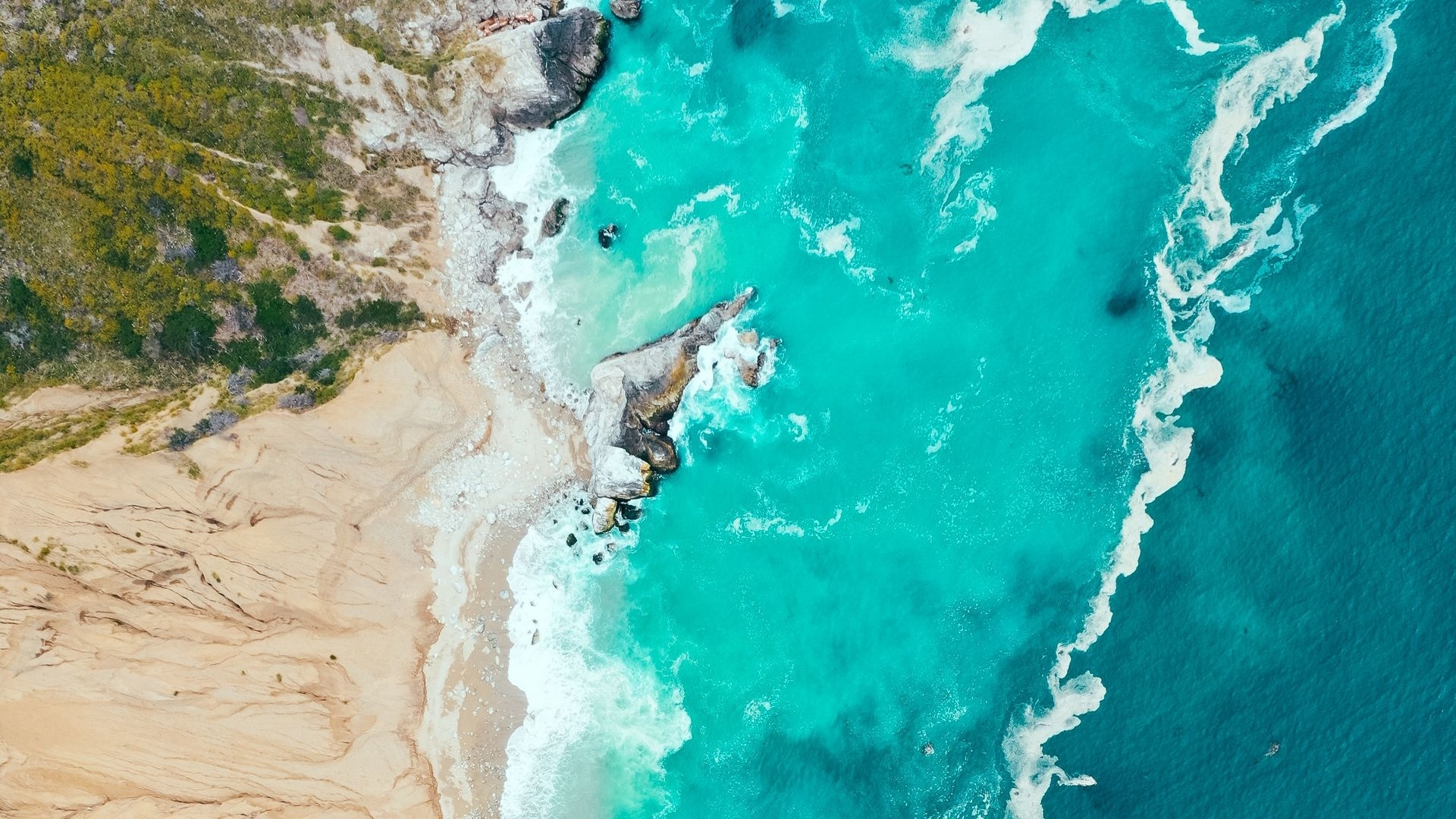 Sea ​​and Sand From Above windows wallpaper